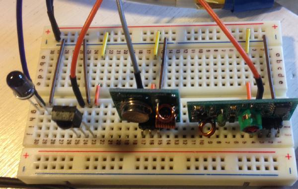 Funkmodule 433 MHZ (rechts) und IR Emitter/Empfänger (links)